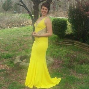 I'm selling this beautiful dress!